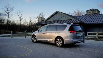 2018 Chrysler Pacifica Hybrid Review - 19