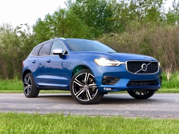 2018 Volvo XC60 Review - R-Design - 12