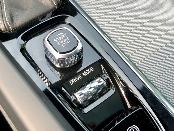 2018 Volvo XC60 Review - R-Design - 8