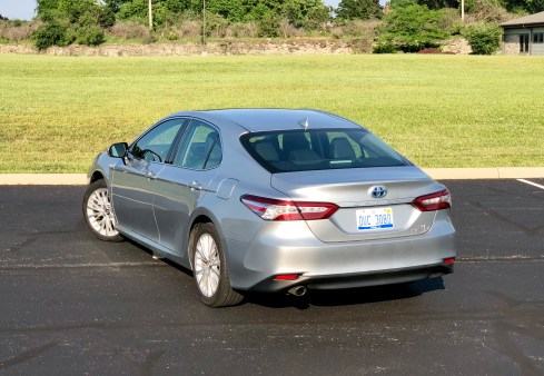 2018 Toyota Camry Hybrid XLE Review - 13
