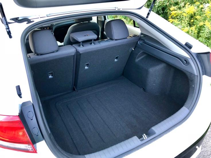 2018 Hyundai Ioniq Hybrid Review - 10