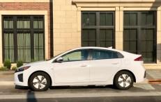 2018 Hyundai Ioniq Hybrid Review - 19
