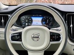 2019 Volvo XC60 Review - 17