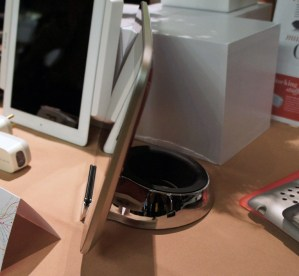 Belkin Chef Stand + Stylus with IdeaPad K1