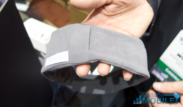 The thin and light band keeps soft speakers in place.