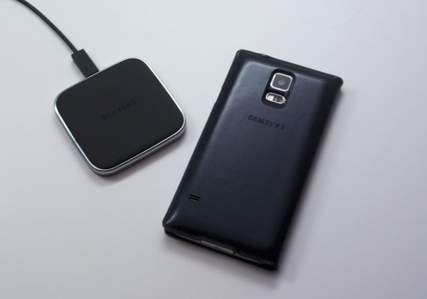 Charge and add a luxurious leather to your Galaxy S5.