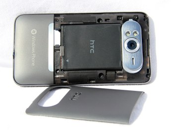HTC_HD7_Back_Cover_off