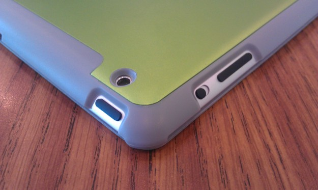 AViiQ Smart Case cutouts match perfectly