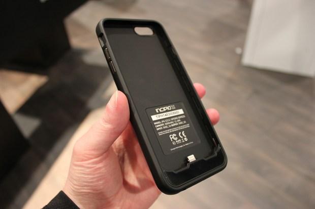 Incipio-iPhone-6-battery-case-2