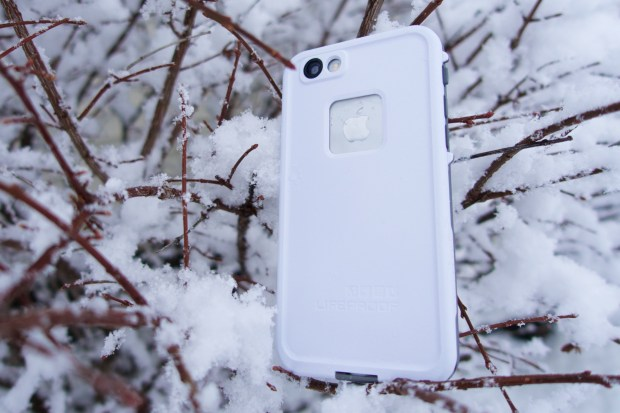 This is an excellent waterproof iPhone 6 case.