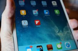 ipad-mini-with-retina-in-hand