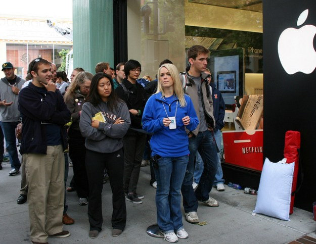 iPHone 4 Launch Line