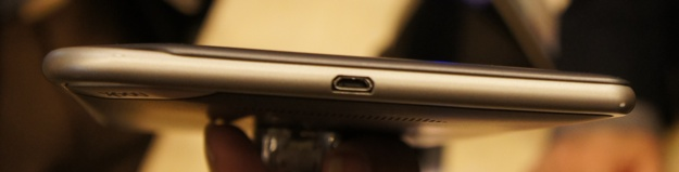 Barnes and Noble Nook Tablet - Microphone and microUSB port