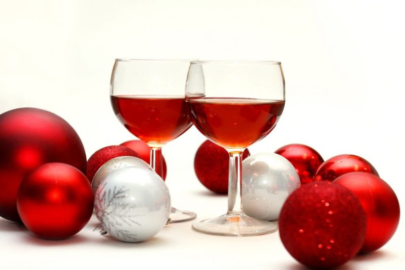 Image of wine glasses with ornaments