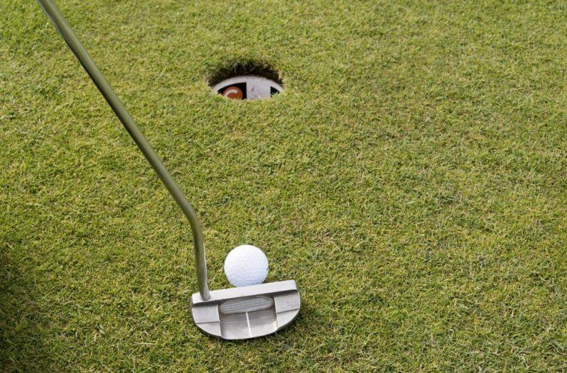 Image of putt near hole