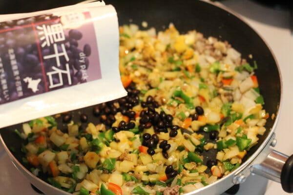 ベジ炒飯のかなめの蒸し豆