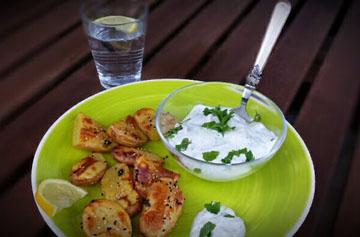 Gebackene Kartoffeln mit Minzquark