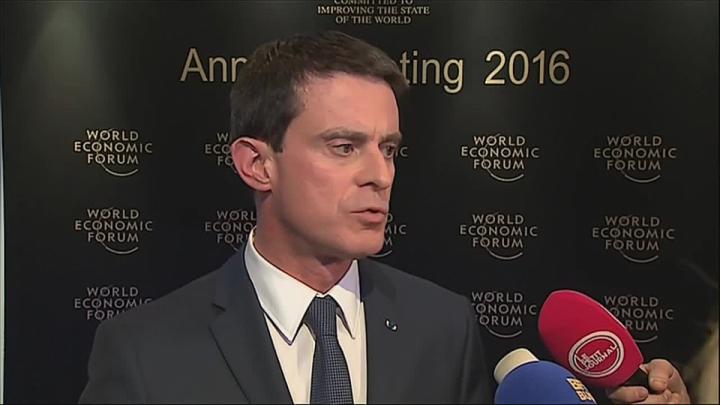 """""""La France en force à Davos pour défendre ses valeurs, son modèle économique et social et expliquer les réformes fortes et courageuses que nous menons."""""""