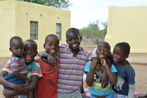 Houses of Hope Africa : Giving Back to the Community
