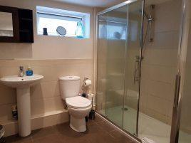 The bathroom at Sea Breeze Apartment 3, Horton, Gower