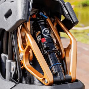 Kingsong S18 suspension beauty shot outdoors