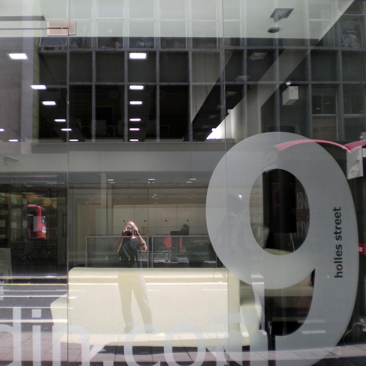 Diseño Gráfico a Fachada de Tienda en Londres por GP Creative Thinking