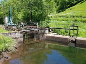 Barrage et prise d'eau de l'Arac