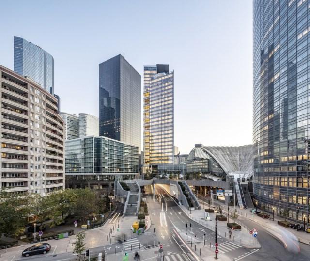 Tour Trinity La Défense vue de la route