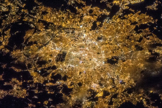 Vue de l'Ile de France la nuit depuis la station spatiale internationale