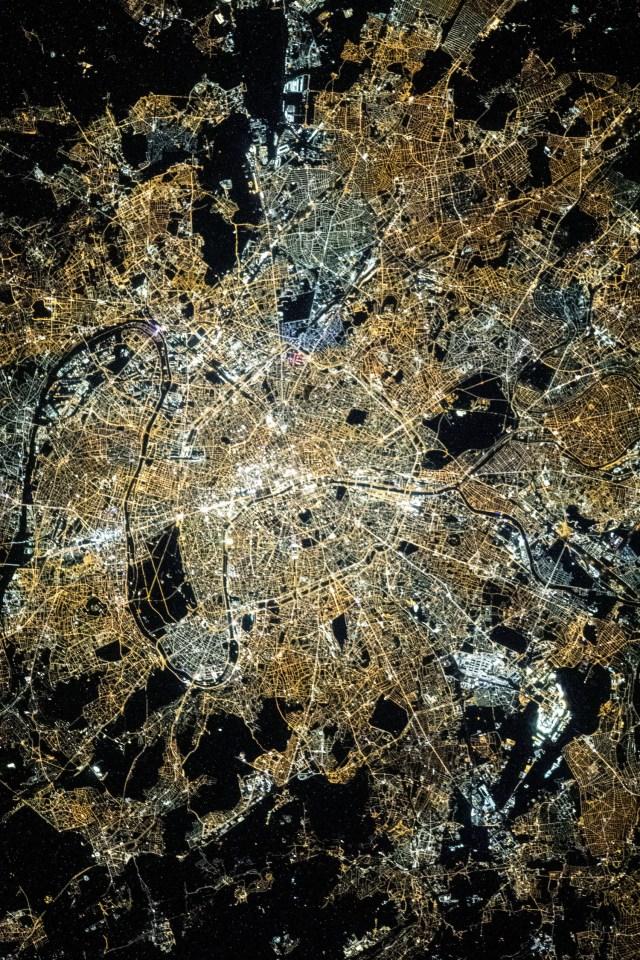 Ile de France vue de l'espace la nuit