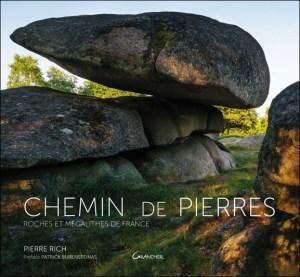 Chemin de pierres, mégalithes, intériorité.