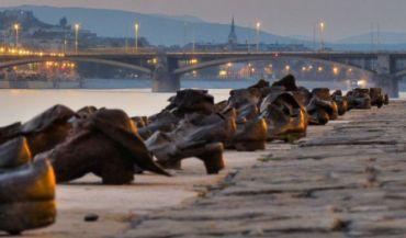 Znalezione obrazy dla zapytania night in budapest promenade