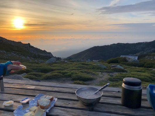 завтрак-в-горной-хижине