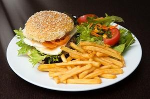 ZIP:ハンバーガーが人気!CANNONBALL DINER、the 3ed Burger、CBC、Lucky Rocky Chicken