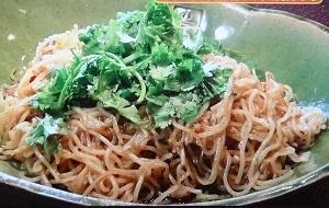 【スッキリ】グッチ裕三の自家製ネギ油&パクチー焼きそばのレシピ!