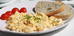 【ごごナマ/金曜日】夏バテ解消 朝食のレシピ!スクランブルエッグ&豆腐とトマトの和風サラダ