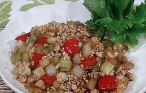 【たけしの家庭の医学】夏バテ予防の作り置き薬膳レシピ!セロリと玉ねぎの鶏肉炒め