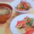 酢豚の定食、味噌汁、酢の物