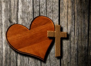 wooden-heart-with-cross