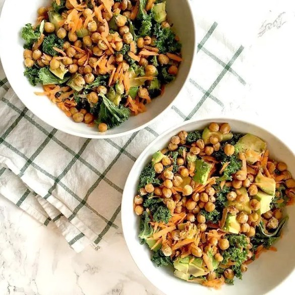 crunchy kale and chickpea salad
