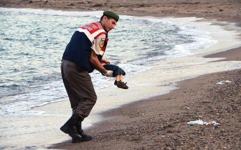 refugee_Little boy dead beach
