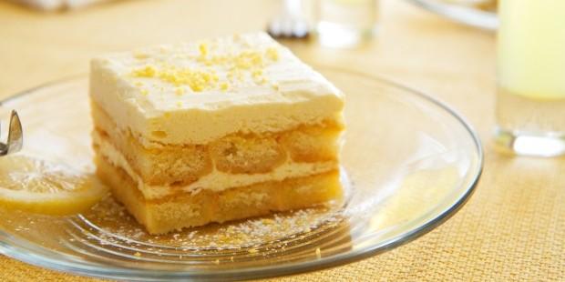 лека бяла бишкотена торта рецепта