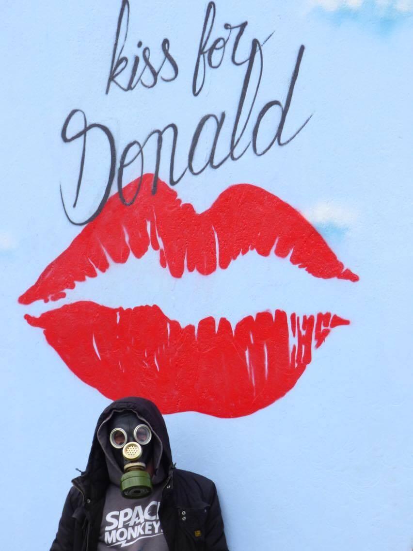 ador-ensu-donald-trump-postcard-nantes-5