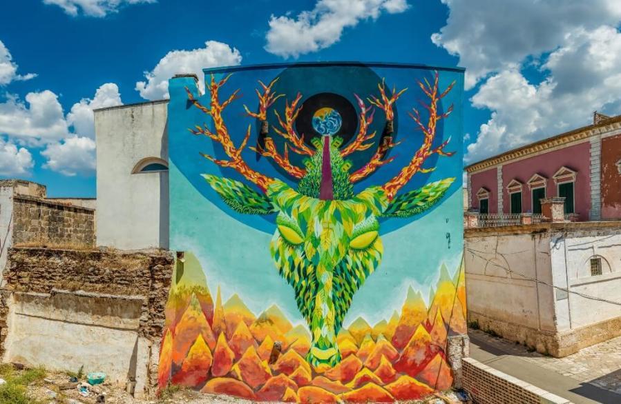 Gola Hundun Street Art