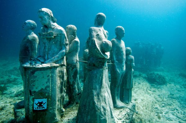 ccu-space-inavder-street-mosaic-art-under-the-sea-cancun-bay-mexico