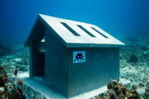 ccu-space-inavder-street-mosaic-art-under-the-sea-cancun-bay-mexico-1
