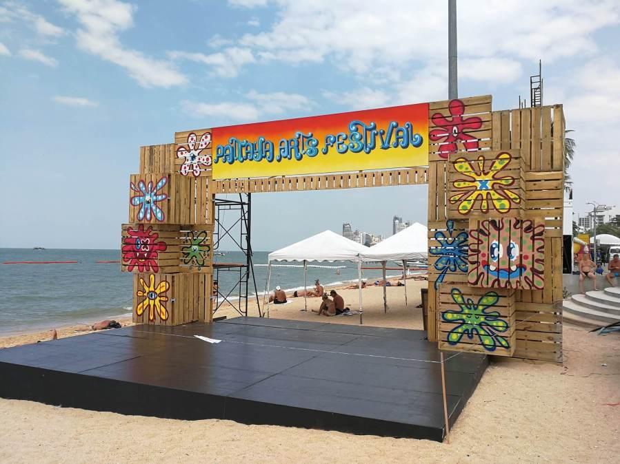 Pattaya-Arts-Festival-Pattaya-beach-thailand-36