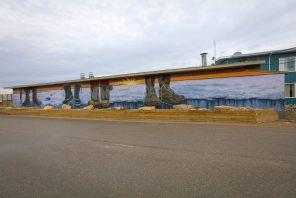 Mandy Van Leeuwen, Pangeaseed Foundation, Sea Walls: Murals for Oceans Street Art Festival Churchill, 2017. Photo Credit Tré Packard