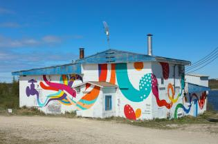 Takashi Iwasaki, Pangeaseed Foundation, Sea Walls: Murals for Oceans Street Art Festival Churchill, 2017. Photo Credit Tré Packard