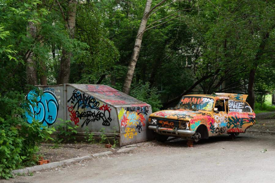 Stenograpffia-Street-Art-Festival-Yekaterinburg-Russia-moskvitch-car-photo-shop-delete-cut-out-8